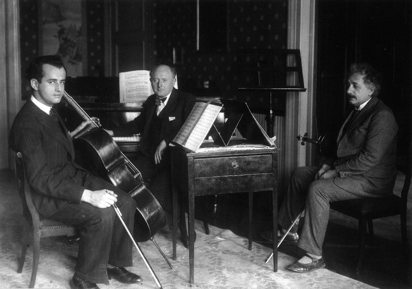While Francesco von Mendelssohn was trying to make his mark as a professional cellist, Albert Einstein was known to be a dilettante – albeit of debatable talent – on the violin.  They are shown here playing together in the physicist's flat in Berlin © bpk / Bayrische Staatsbibliothek / Archiv Heinrich Hoffmann.